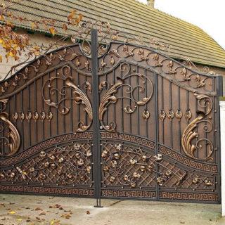 Кованные ворота - особенности и виды