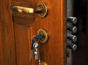 Что делать, если не открывается входная дверь?